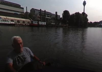 Mit dem Kanu durch den Düsseldorfer Medienhafen